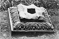 COLLECTIE TROPENMUSEUM Sokkel vermoedelijk afkomstig van een Hindoe-tempel in de omgeving van Djambi district Rawas Sumatra TMnr 60002823.jpg