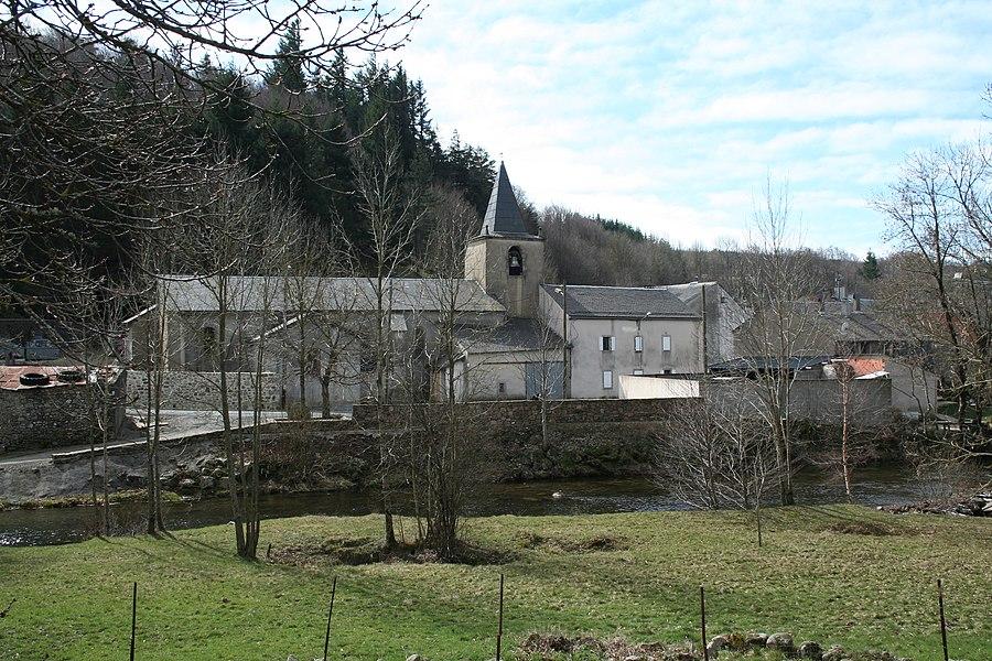 Cambon-et-Salvergues (Hérault) - Église Saint-Pierre-et-Saint-Paul - la rivière Agout au premier plan.