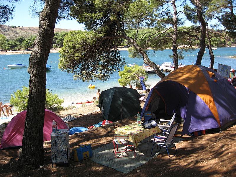 http://upload.wikimedia.org/wikipedia/commons/thumb/9/95/Camping_Pomer.JPG/800px-Camping_Pomer.JPG