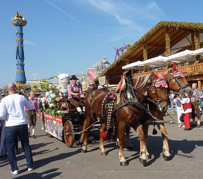 File:Cannstatter Volksfest 2011 Schussenrieder Bierkrugmuseum.jpg