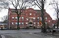 Centralskolan, äldsta delen byggd 1903 sedd fr StOlofsgatan, Falköping 8781.jpg