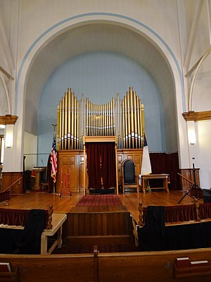 Pawtucket Congregational Church (Lowell, Massachusetts) - The church's chancel and pipe organ