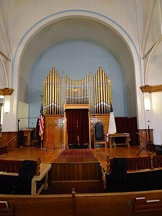 Pawtucket Congregational Church (Lowell, Massachusetts) - The church's chancel and pipe organ