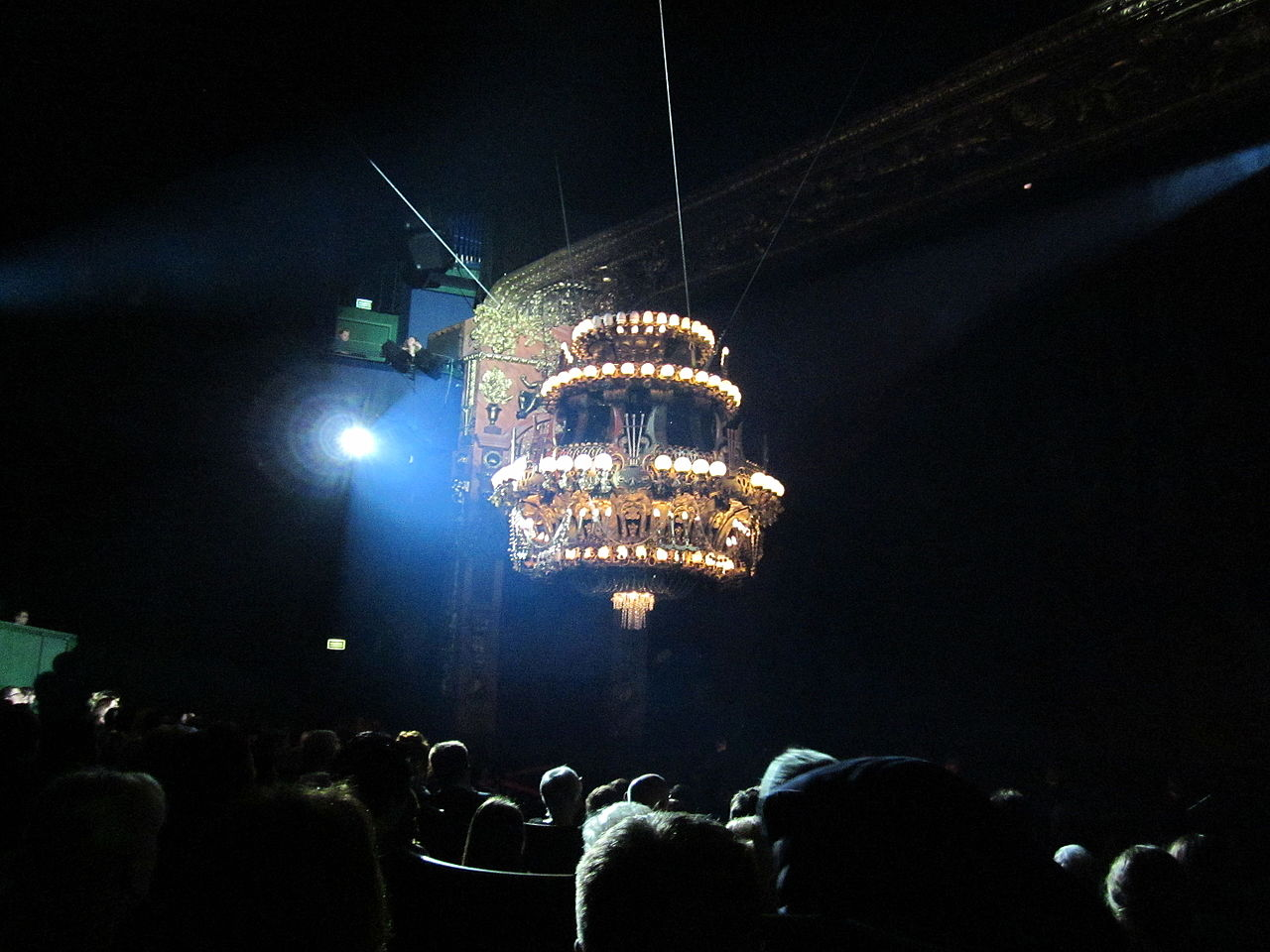 File:Chandelier of The Phantom of the Opera, Białystok 02