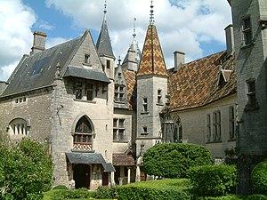 Château de la Rochepot - Image: Chateau La Rochepot 2