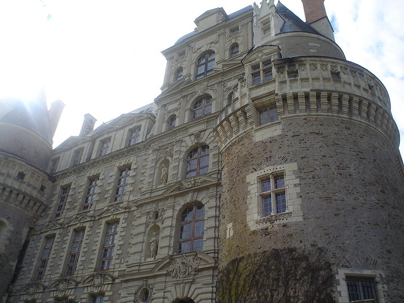 http://upload.wikimedia.org/wikipedia/commons/thumb/9/95/Chateaubrissac.jpg/800px-Chateaubrissac.jpg