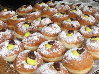 Sufganiyah - Image: Chocolate vanilla cream sufganiyot