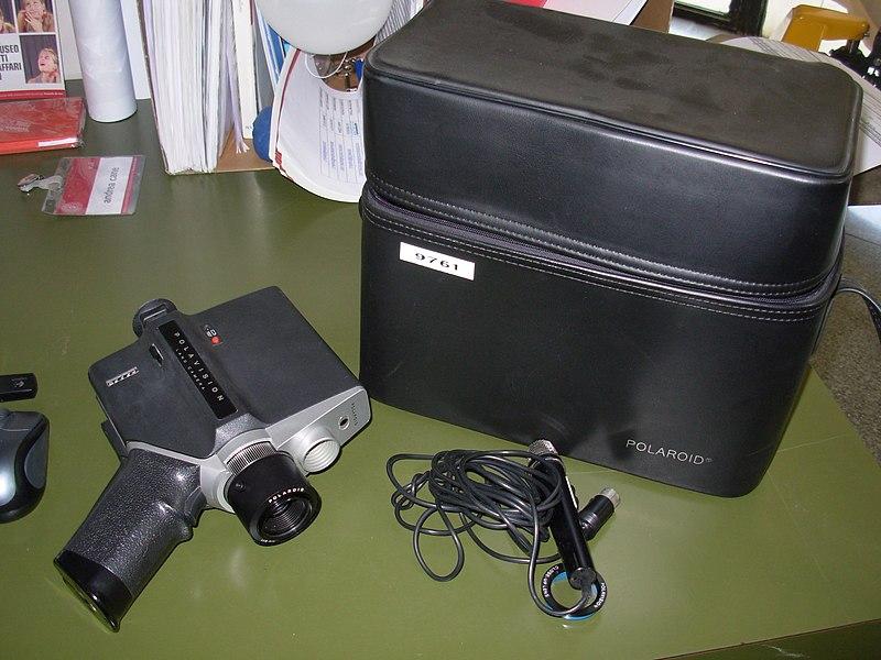 File:Cinepresa a batteria, per pellicole Polavision Phototape - Museo scienza tecnologia Milano 09761.jpg