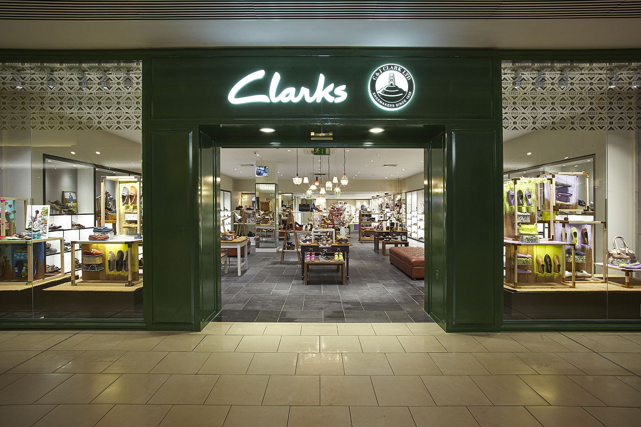 File clarks shop front lakeside may wikimedia commons for Shop front design ideas