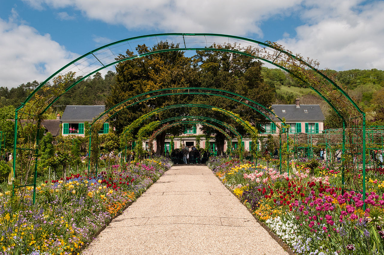 File:Claude Monet house and garden in Giverny (8741495125).jpg ...