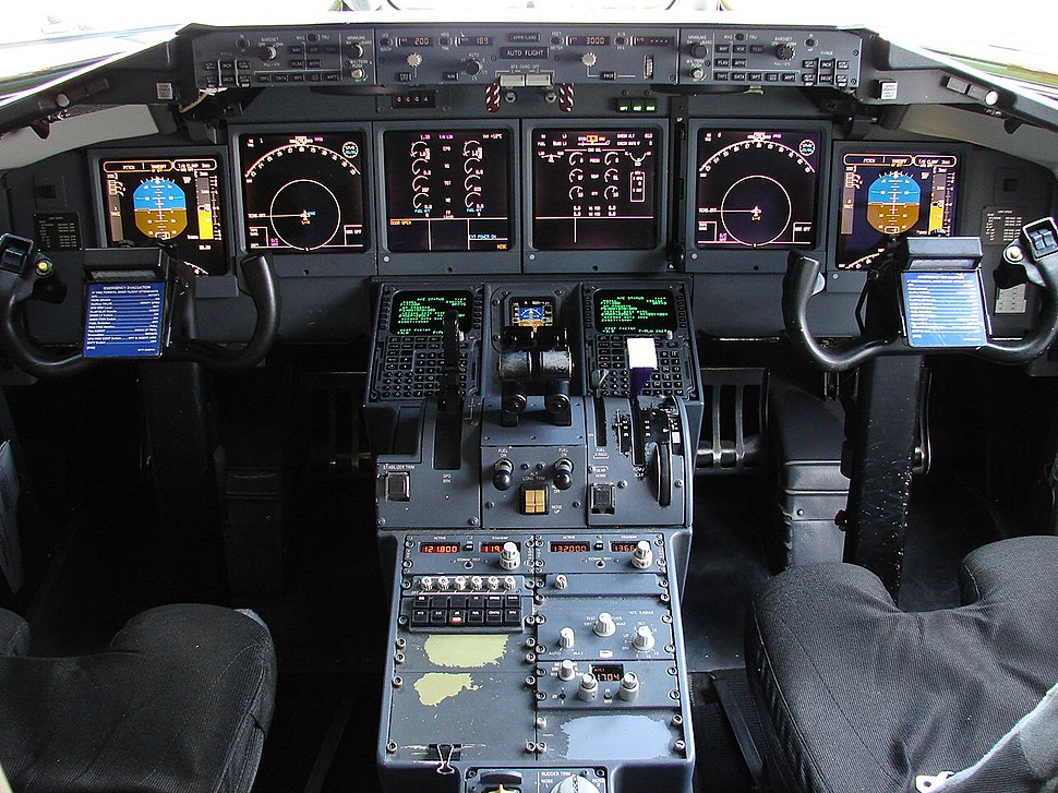 Cockpit of Boeing 717 (4044023759)