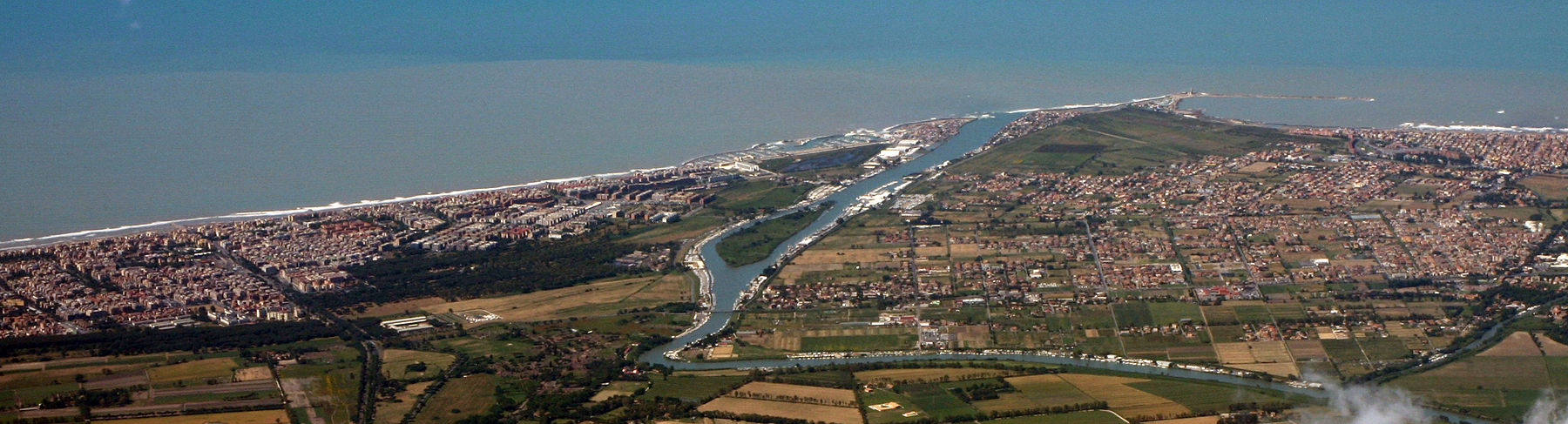 The river mouth of the Tiber and city of Fiumicino on the Tyrrhenian Sea Comune di Fiumicino and the Tiber River, near Rome.jpg