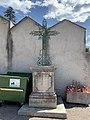 Croix du cimetière d'Embrun en juillet 2020.jpg