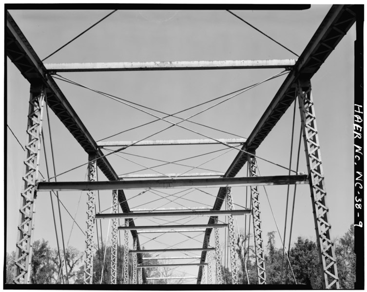 File:DETAIL VIEW OF UPPER TRUSS SYSTEM - Berry Hill Bridge, Spanning Dan River at State Route 1761 (VA State Route 880), Eden, Rockingham County, NC HAER NC,79-EDEN.V,1-9.tif