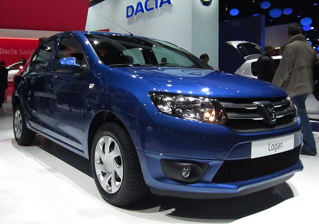 File dacia logan ii front quarter jpg wikimedia commons for Interieur duster 2018