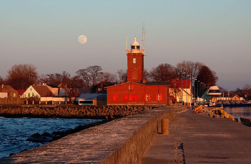 File:Darłowo - latarnia morska.jpg