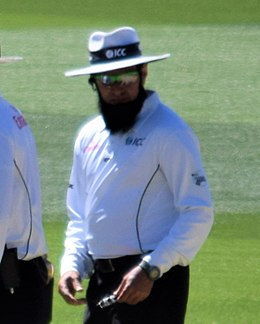 David Warner shakes hands with umpire Chris Gaffaney and Aleem Dar (27090448599) (Aleem Dar cropped).jpg