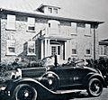 Devant une residence de l avenue des Braves en 1930.jpg