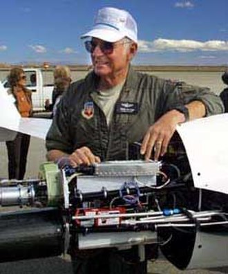 Dick Rutan - Rutan standing next to the engine of the XCOR EZ-Rocket in 2001