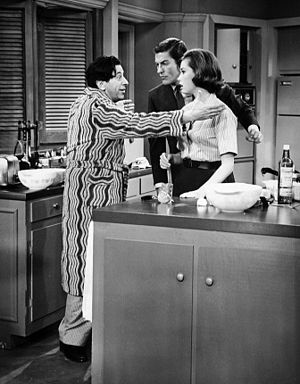 Morey Amsterdam - Amsterdam as Buddy, in this episode the house guest of Rob and Laura Petrie on The Dick Van Dyke Show (1962)