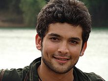 http://upload.wikimedia.org/wikipedia/commons/thumb/9/95/Diganth.JPG/220px-Diganth.JPG