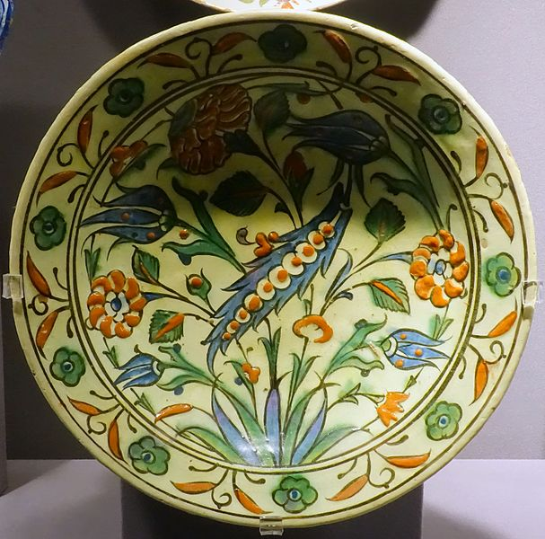 File:Dish, Turkey, Iznik, late 1500s to early 1600s, ceramic - Museum of Anthropology, University of British Columbia - DSC09107.jpg