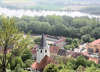 Donaustauf, view from the ruined castle to the church St. Martin.JPG