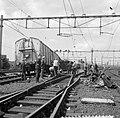 Doordat een diesel-personentrein uit Utrecht C.S. door een rood seinlicht reed, , Bestanddeelnr 916-7675.jpg