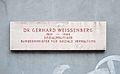 Dr.-Gerhard-Weissenberg-Hof - plaque.jpg