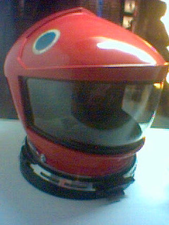 Technologies in 2001: A Space Odyssey - Space suit helmet featured in the film. Kubrick consulted aerospace specialists to make sure on the design's accuracy.