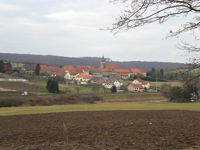 Ébersviller-la-Petite avec Ligne Rémilly-Sarrebruck au premier plan
