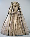 Elizabeth I costume (10578462334).jpg