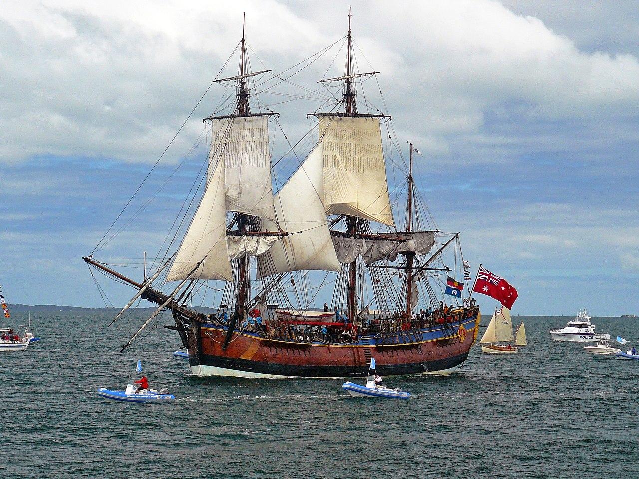 Реплика корабля «Индевор» на подходе к австралийскому городу Фримантл, 12-10-2011