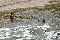 Enfants jouant dans la rivière Malanza (São Tomé) (8).jpg
