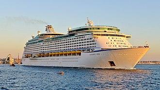 Explorer of the Seas - Image: Explorer of the Seas, Fremantle, 2015 (03)