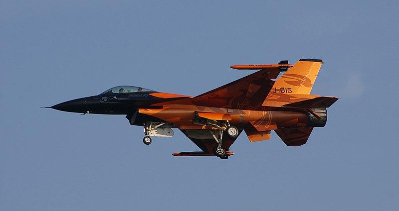 File:F-16 Solo Display Team Radom 2009 b.JPG