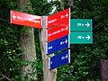 Farbige Wegweiser Wildpark Alte Fasanerie Klein-Auheim Juni 2012.JPG