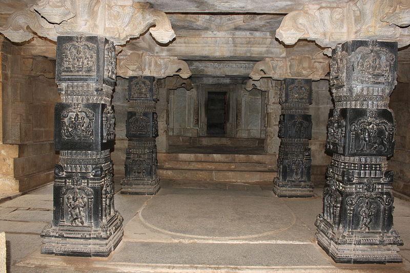 File:Finely carved black stone pillars of Hazara Ramachandra Temple.JPG