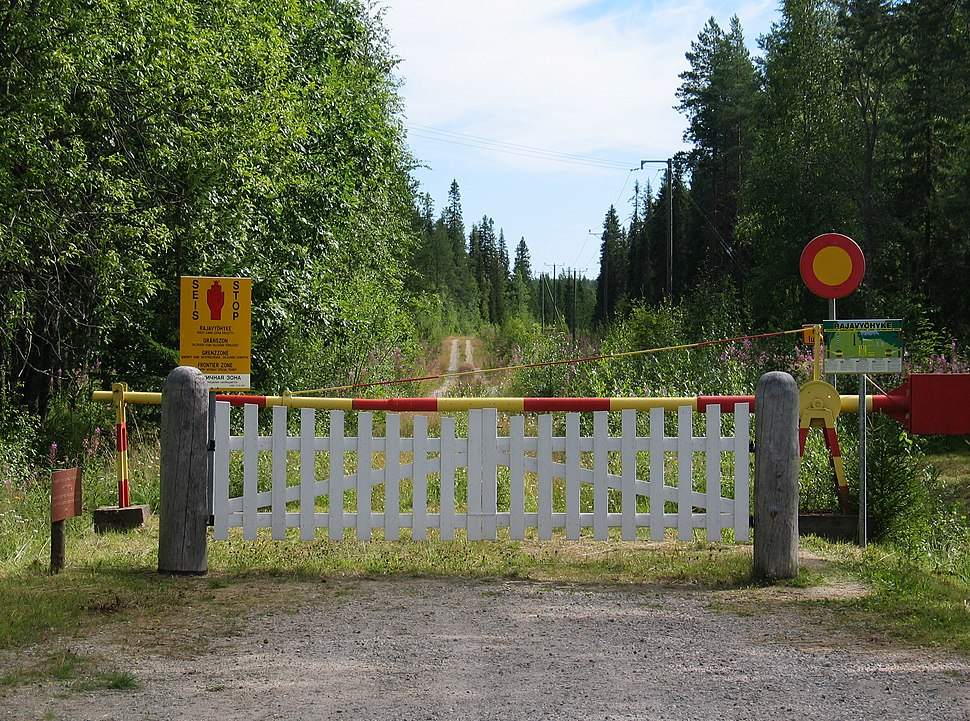 Finnish border in Raattentie - panoramio