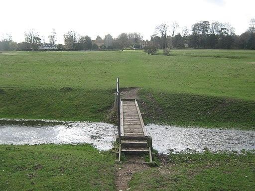 Footbridge leading towards Bishopsbourne - geograph.org.uk - 1776736