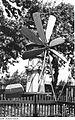 Fotothek df rp-b 0040063 Beiersdorf. Ehem. Windmühlengehöft, Miniaturwindmühle im Garten.jpg
