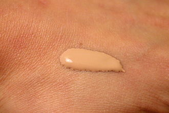 Foundation (cosmetics) - Thick, unblended foundation on skin