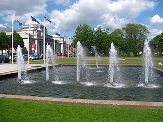 Cathays Park - Fountains in front of Cardiff City Hall