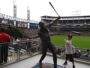 Frank Thomas Statue, U.S. Cellular Field (Comiskey Park), Chicago, Illinois (9181783494).jpg
