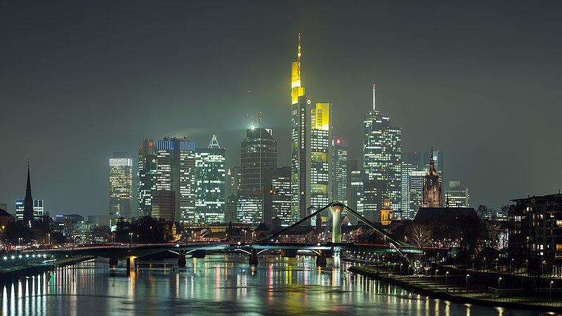 File:Frankfurt Am Main-Stadtpanorama von der Deutschherrnbruecke am fruehen Abend-20131203.jpg