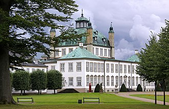 Fredensborg Palace - Image: Fredensborg Palace from the garden