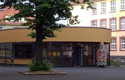 Friedrich-Feld-Schule Giessen Aula 2002.jpg