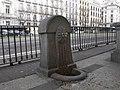 Fuente de la calle Alcalá, junto al palacio de Cibeles.jpg