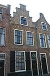 foto van Pand met trapgevel, togen met natuurstenen blokken boven vensters