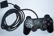 Sony sort PlayStation 2 en 2000 220px-Game_controller_PlayStation_2